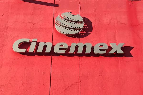 视频翻译-支持配音的参议员引发了墨西哥关于外语片辩论